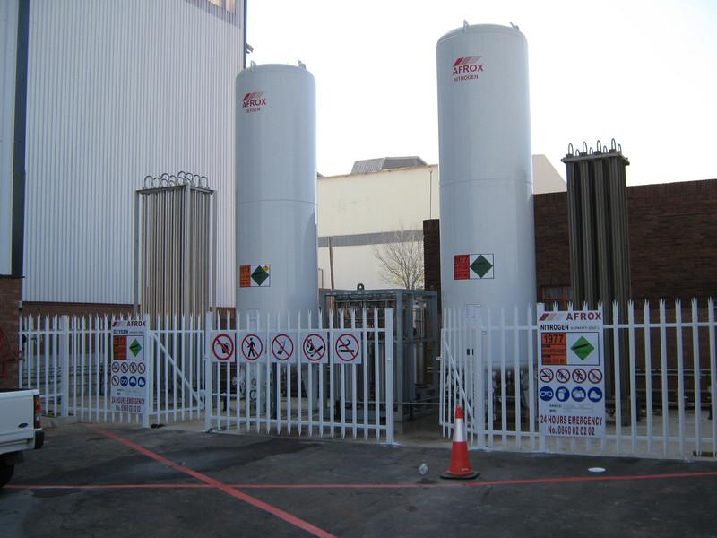 Bekker-Steel-tank-yard-10